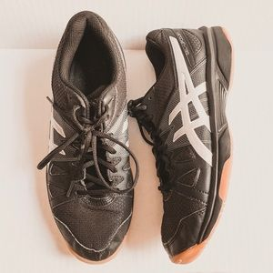 ASICS gel upcourt black silver sneakers